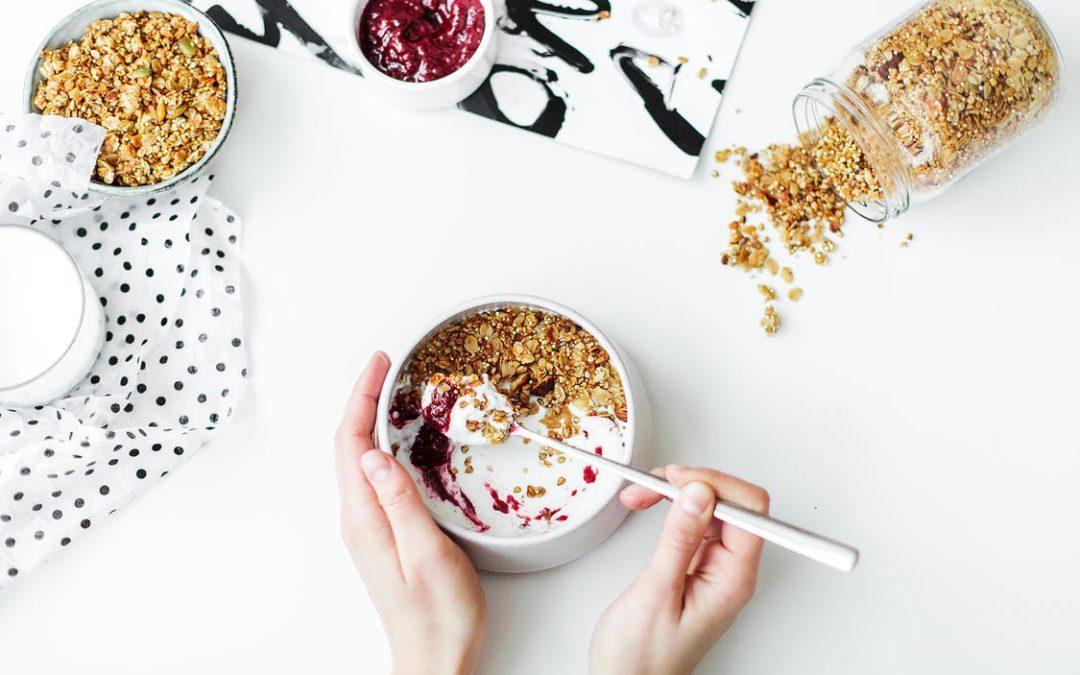 Desayunos saludables y otras claves para comer sano en verano